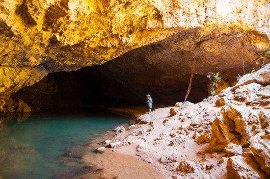 Vest-Australia, Australia: midway cavern colapse