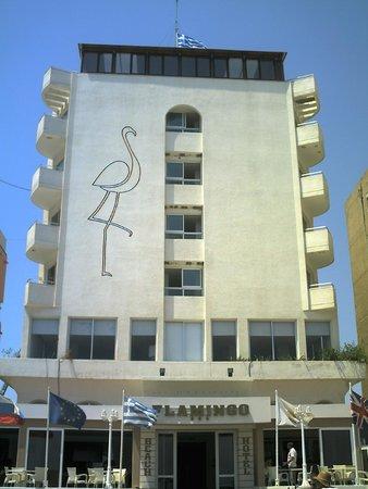 Flamingo Beach Hotel: Вид отеля со стороны пляжа