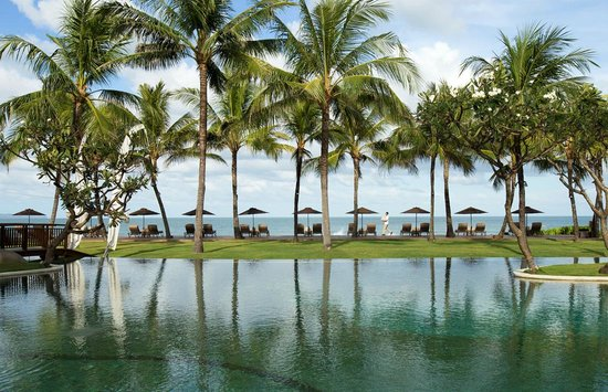 The Samaya Bali Seminyak: Main Pool with Beach View