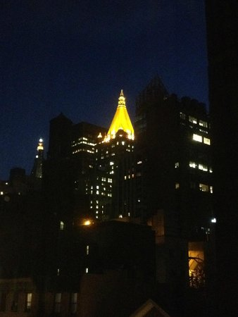 Ramada New York/Eastside : View from our room at night ...