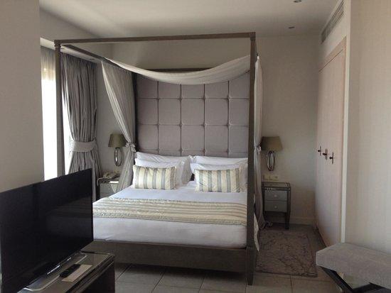Sani Asterias : room