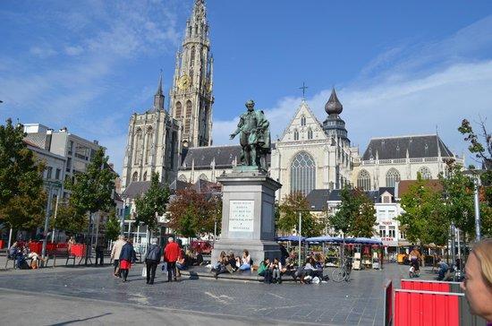 Liebfrauenkathedrale (Onze-Lieve-Vrouwekathedraal): площадь и собор