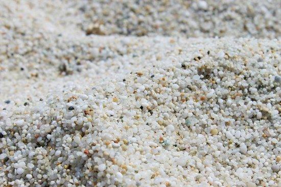 Spiaggia di Is Arutas: Spiaggia di quarzo