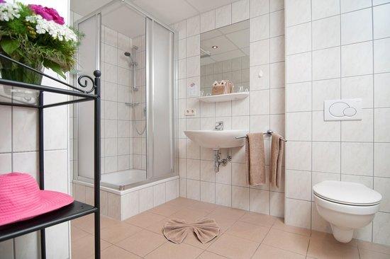 Hotel Pension Melcher: Unsere Badezimmer Hell Und Freundlich