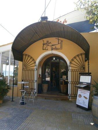 Tango: вход в ресторан