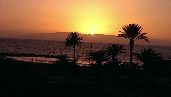 Hotel Gala : Atarceder, el sol se esconde detras de La Gomera