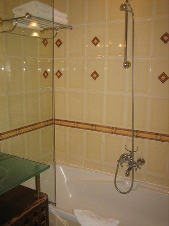 Villa Pantheon: Ванна в номере 111.