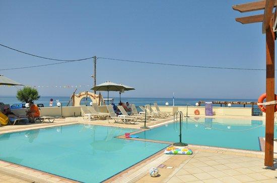 Messina Resort Hotel: Бассейн