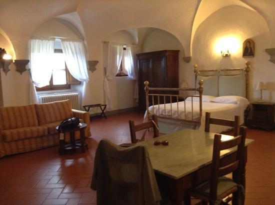 Castello Vicchiomaggio : Beautiful room on 3rd floor of Castello