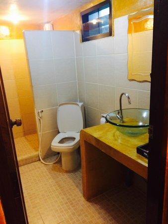 Beach Resort Hacienda: Bathroom
