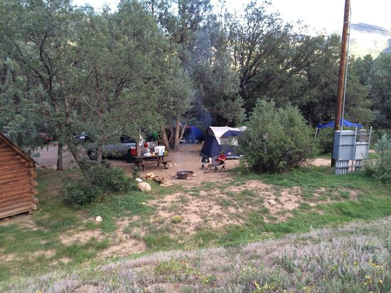 Durango Riverside Resort: Our tent site
