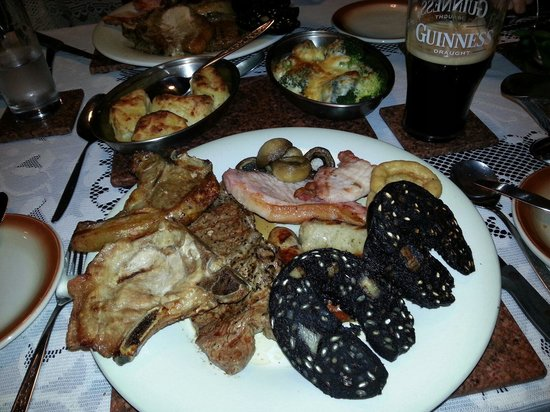 Rigby's Farmhouse Restaurant: Huge mixed grill!