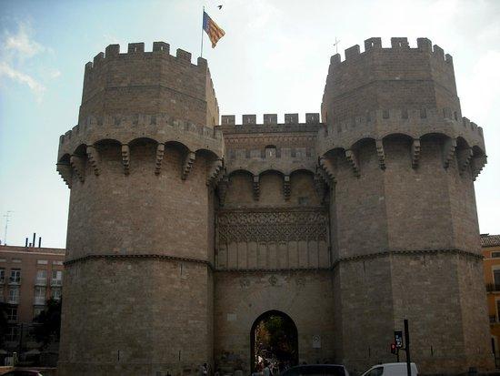 Casco Antiguo: Puerta de los Serranos