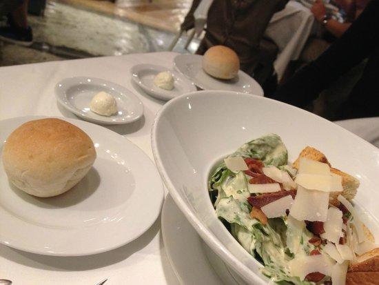 Greyhound (1st Floor@SiamCenter) : Caesar Salad