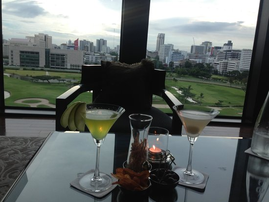 The St. Regis Bangkok: Pre dinner drinks avoiding the crowd