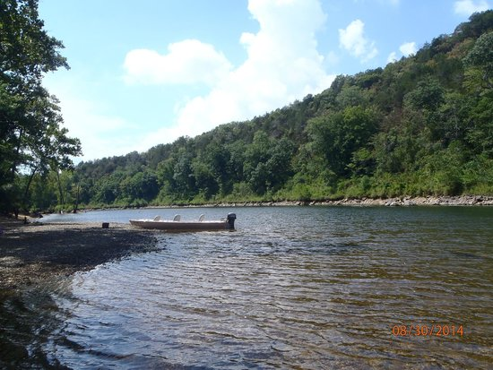 Riverview Resort : The beautiful White River!