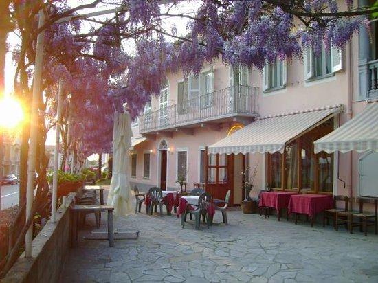 Viver One Restaurant & Pizza : Ristorante Viver One al tramonto