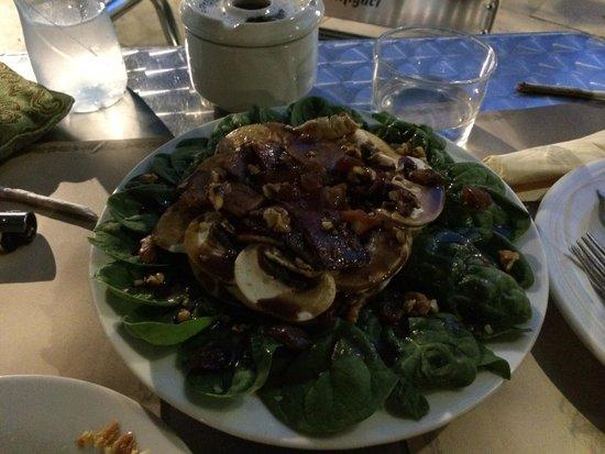 Caleuche: The legendary spinach salad!