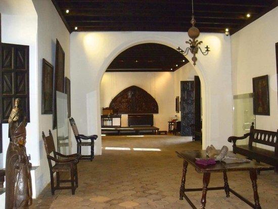 Large hall Casa Popenoe