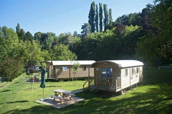 Camping Huttopia Sarlat : Les roulottes en bois