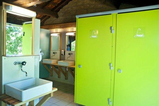 Camping Huttopia Sarlat : Les sanitaires - entièrement rénovés en 2014