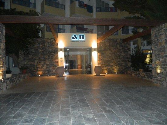Beach Club Aphrodite : Entrance to Aphrodite hotel
