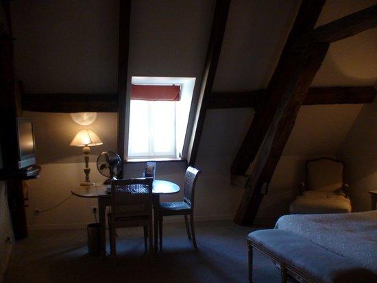 Hotel-Restaurant Le Marius : La chambre