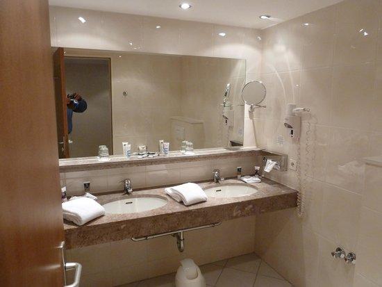 Mercure Hotel Atrium Braunschweig: Ein Bad