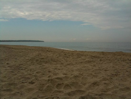 Crescent Beach / Fred Benson Town Beach: beautiful beaches on block island, A.Newhouse