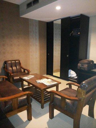 Emilia Hotel By Amazing Ruang Tamu