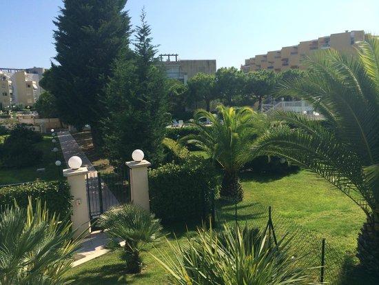 Nemea Residence Le Lido : Les jardins vue de la piscine