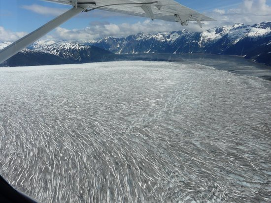Taku Glacier Lodge & Wings Airways: One of the mighty glaciers you fly over en route!