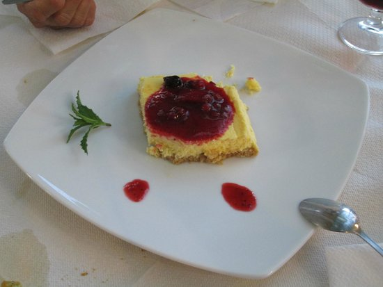 Aegean: Cheesecake with berry compote