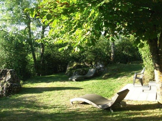 Les Busserolles : Salle de repos en plein air