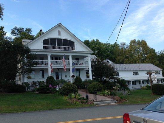 Rabbit Hill Inn : View from across the street