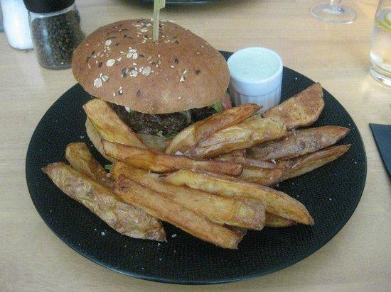 LA RUCHE AUX DEUX REINES : hamburger boeuf et frites fraiches