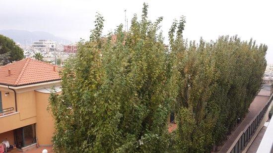 "Hotel Garden Lido: secondary view .... ""sea view"""