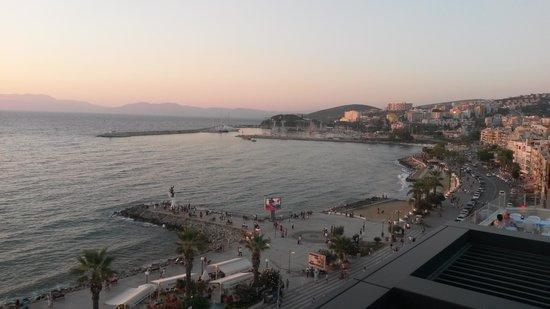 Ilayda Avantgarde Hotel: Sundowners on the pool deck