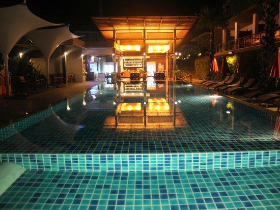 Chaweng Noi Pool Villa: La piscine à débordement