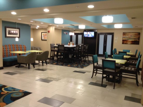 La Quinta Inn & Suites Oxford - Anniston : Breakfast Dining Area