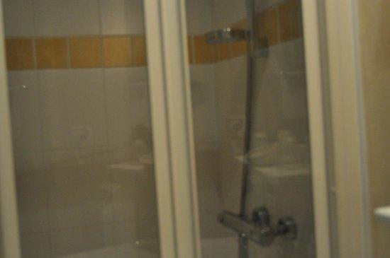 Hotel  De Paris : salle de bain