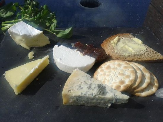 The Old Granary: Lovely Cheese board