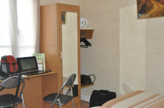 Hotel  De Paris : entree de chambre