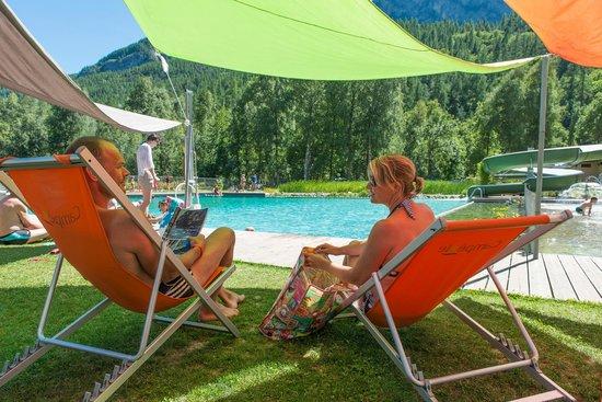 Piscine cologique avec toboggan et jeux aquatiques for Camping tarn et garonne avec piscine