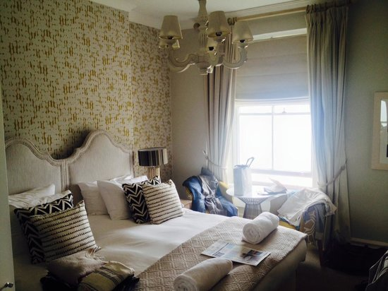 St. Ives Harbour Hotel & Spa: Our bright room