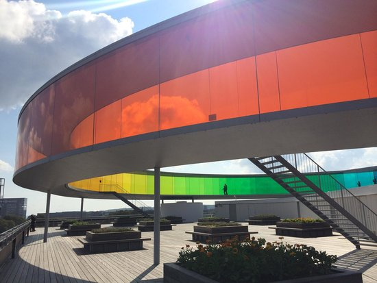 Aros Aarhus Kunstmuseum: Floating high above the city in changing colors!