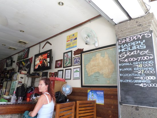 Sheppy`s Bar and Restaurant: Look at the drink prices!!! :)
