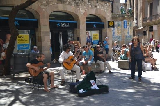 Catalonia Portal de l'Angel : live music daily