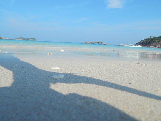 Redang Holiday Beach Villa : Пляж