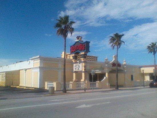Daytona Beach Fl 32118 3803 0 1 Miles From Plaza Resort Spa Razzle S